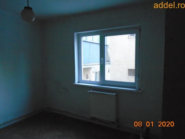 Eladó 3 szobás tömbházlakás - 2